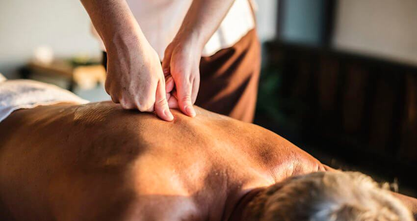chiropractor massage therapy